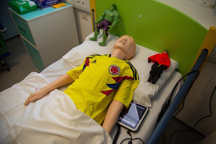 Interactive child manikin in the children's ward